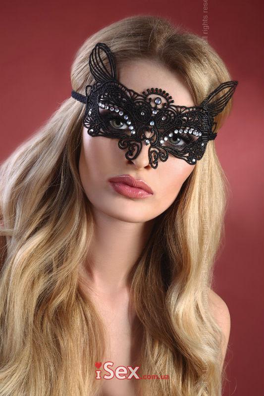 Кружевная маска со стразами