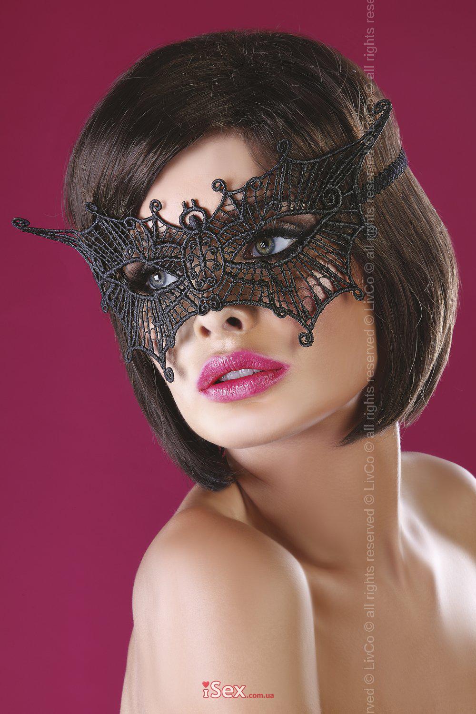 Кружевная маска с завитками